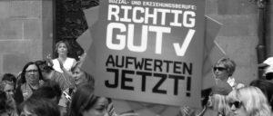Davor die Streikenden, drinnen niemand: Eigentlich wollte die VKA ihre Mitgliederversammlung im Frankfurter Römer abhalten, verlegte sie dann aber wegen der Demonstration an den Flughafen.