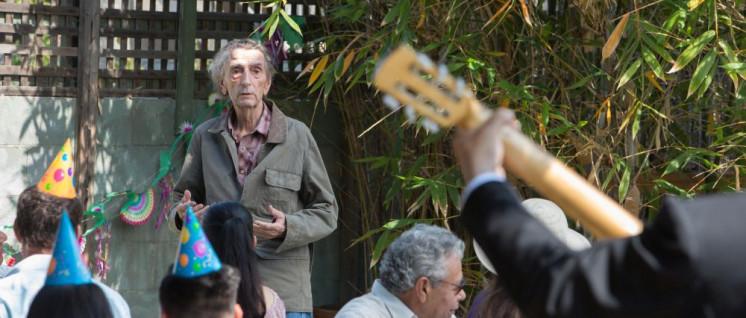 Der alte Mann und die Gemeinde. (Foto: Alamode Film)