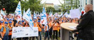 Demonstration der EVG am 4.Juli in Berlin vor dem Bundesverkehrsministerium (Foto: Phil Dera)