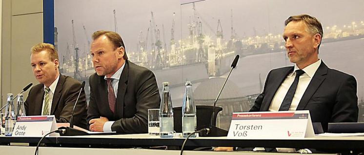 Torsten Vogt (ganz rechts) bei der Vorstellung des Landesverfassungsschutzberichtes 2015 in Hamburg. (Foto: LfV)