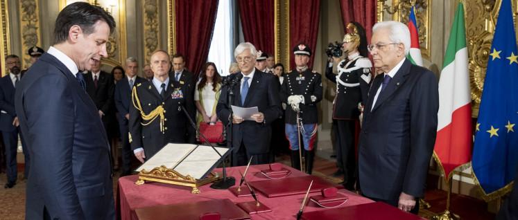Präsident Mattarella nimmt Ministerpräsident Giuseppe Conte (links) den Amtseid ab. (Foto: Presidenza della Repubblica)