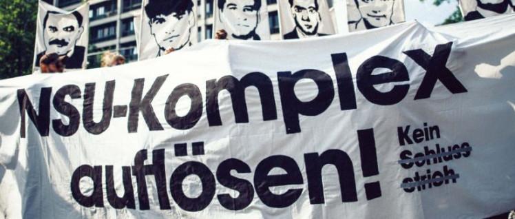 Vor dem Oberlandesgericht, dem Ort des Prozesses, demonstrierten den ganzen Tag über Menschen für eine lückenlose Aufklärung. (Foto: nsuprozess.net)