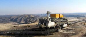 Wenn die Maschinen still stehen, bleibt die Natur zerstört, die Menschen werden erwerbslos und die Konzerne kassieren. (Foto: Gemeinfrei)
