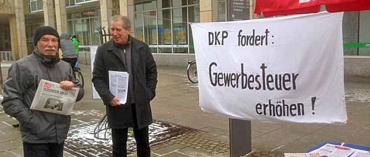 Infostand der DKP Heidenheim (Foto: Reinhard Püschel)