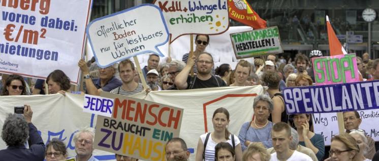 Tausende Menschen kamen zur Kundgebung gegen Mietenwahn und Wucher mit Wohnraum. (Foto: [url=https://www.flickr.com/photos/linksfraktion/43012563770]Fraktion DIE LINKE. im Bundestag[/url])