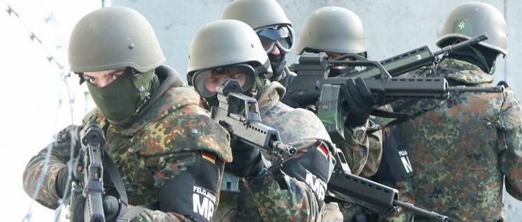 Feldjäger üben den Einsatz– die Unionsparteien arbeiten daran, dass die Bundeswehr auch gegen Terrorangschläge eingesetzt werden kann. (Foto: [url=https://de.wikipedia.org/wiki/Feldj%C3%A4gertruppe_(Bundeswehr)#/media/File:Zugriff.jpg]E.Heidtmann[/url])