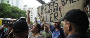 Im Februar 2015 demonstrieren brasilianische Umweltaktivisten gegen den IOC-Präsidenten Thomas Bach. (Foto: Flickr.com, CC BY 2.0)