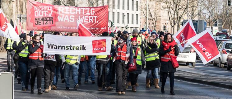 Kolleginnen und Kollegen des öffentlichen Dienstes beim Warnstreik in Göttingen am 1. März. (Foto: Klaus Peter Wittemann/r-mediabase.eu)