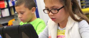 Zu wenig Lehrer, zu wenig Schulgebäude, zu wenig Ausstattung - aber für Pressefotos reicht es noch. (Foto: Gemeinfrei)