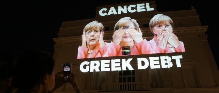 """""""Bunter, weiblicher, jünger"""" – das neue Gesicht der CDU in Aktion. (9.7.2015 Deutsche Botschaft in Athen) (Foto: Global Justice Now/flickr.com/CC BY 2.0)"""