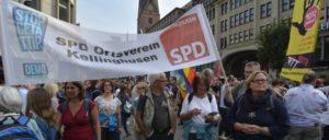 Wer laufen kann, ist auf der Straße. Die SPD-Opposition protestiert in Hamburg gegen TTIP und CETA. (Foto: Tom Brenner)