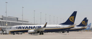 Streikbedingt blieben am vergangenen Freitag 400 Ryanair-Maschinen auf dem Boden. (Foto: [url=https://commons.wikimedia.org/wiki/Category:Aircraft_of_Ryanair?uselang=de#/media/File:Charleroi-Bruxelles-sud-a%C3%A9roport-Christophe-Vandercam.jpg]Christophe Vandercam[/url])