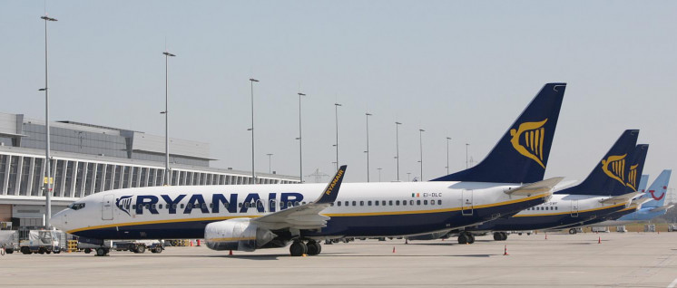 Streikbedingt blieben am vergangenen Freitag 400 Ryanair-Maschinen auf dem Boden. (Foto: [url=https://commons.wikimedia.org/wiki/Category:Aircraft_of_Ryanair?uselang=de#/media/File:Charleroi-Bruxelles-sud-a%C3%A9roport-Christophe-Vandercam.jpg]Christophe Vandercam[/url])