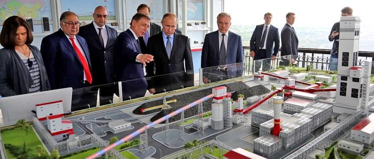 Präsident Putin vor einem Industriemodell im westrussischen Belgorod (Foto: kremlin.ru)
