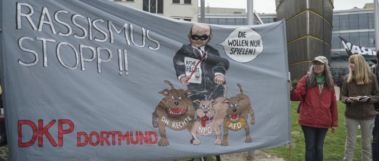 Trotz Polizeigewalt auf der Straße (Foto: Jochen Vogler/r-mediabase.eu )