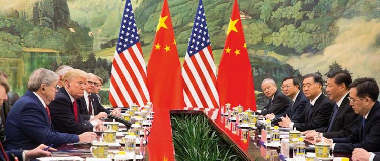 Feindbild China: Nicht erst mit der US-Präsidentschaft von Donald Trump ist die VR China ins Visier der US-Strategen geraten. Vom China-Besuch Trumps 2017 (siehe Bild) bis zum eskalierenden Handelskrieg vergingen nur wenige Monate.  (Foto: The White House)