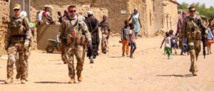 Soldaten der Bundeswehr patroullieren in Mali (Foto: Bundeswehr)