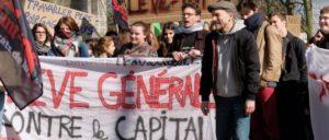 """""""Generalstreik gegen das Kapital"""". In Frankreich gingen über eine Million Menschen auf die Straße (Foto: Bildschirmfoto youtube)"""
