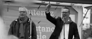 """Die Kollegen haben gesehen, dass wir an ihrer Seite stehen"": Peter Mertens (links) und Raoul Hedebouw bei einer Demonstration in Brüssel (Foto: PTB-PvdA/youtube.com)"