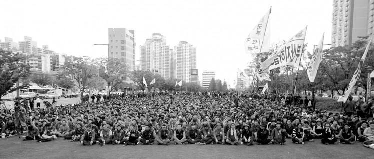 Widerstand gegen die Regierungspolitik: Am 19 Oktober streikten die Lastwagenfahrer des unabhängigen Gewerkschaftsverbandes KCTU. (Foto: Korean Confederation of Trade Unions)