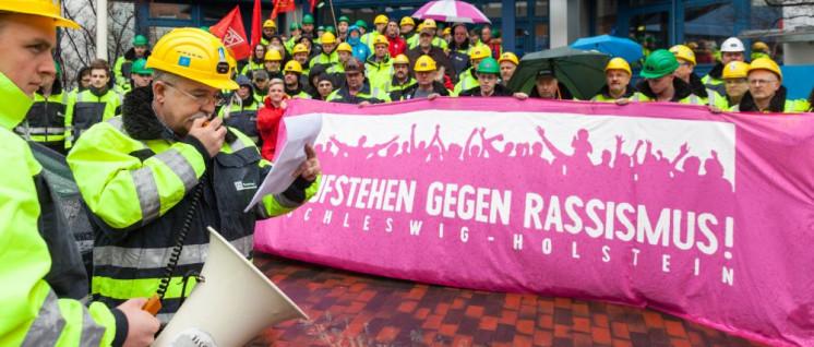Gewerkschafter im März 2017 in Kiel: Aufstehen gegen Rassismus und Rechtspopulismus (Foto: Ulf Stephan /r-mediabase.eu)