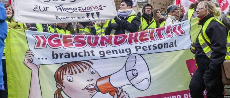 Erfolgreiche Kämpfe brauchen einen langen Atem: Protest von Pflegebeschäftigten in Kiel. (Foto:  F®itz-Richard Gössel/r-mediabase.eu)