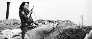 Kämpferin der kurdischen Volksverteidigungskräfte. Mit der Einnahme von Tal Abyad konnten Nachschubwege des IS unterbrochen werden. (Foto: Claus Weinberg/flickr.com/CC BY 2.0)