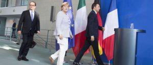 Renzi, Merkel und Hollande gehen von der Bühne. Hier nach einem gemeinsamen Treffen am 27. Juni 2016 unmittelbar nach der Entscheidung der Briten, die EU zu verlassen. (Foto: Palazzo Chigi)