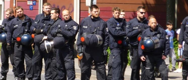 Als Deutschland noch viel unsicherer war: Polizei bei einer Demonstration gegen Nazis in Dortmund 2016 (Foto: Dome)