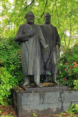 Erstes deutsches Marx-Engels-Denkmal von 1957 in Chemnitz, gestaltet von Walter Howard