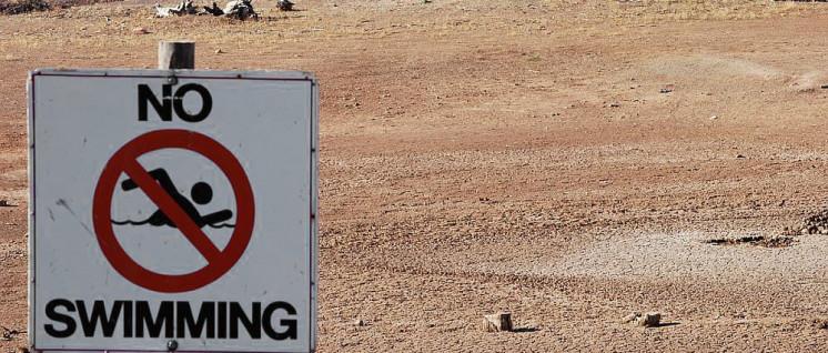 Die Dürre in Australien hat Stau- und Badeseen in Schlammpfützen verwandelt. (Foto: [url=https://commons.wikimedia.org/wiki/File:Drought_Swimming_Hole.JPG]Peripitus[/url])