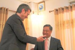 Freundschaftliche Begegnung in Laos.