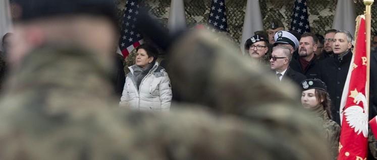 Die polnische Ministerpräsidentin Beata Maria Szyd?o (Sichtbereich Armbeuge) steht für eine antirussische Außen- und Militärpolitik im Rahmen der NATO. (Foto: P. Tracz / KPRM)
