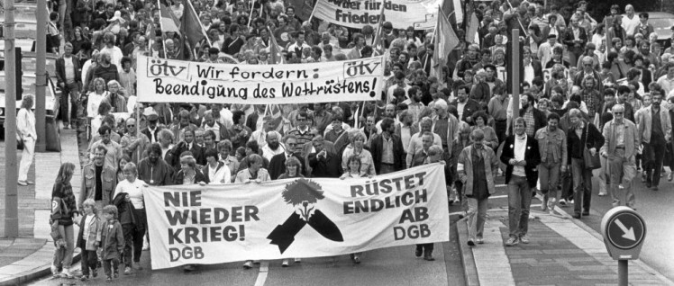 Antikriegsdemonstration des DGB in Hamburg am 1. September 1985 (Foto: UZ-Archiv)