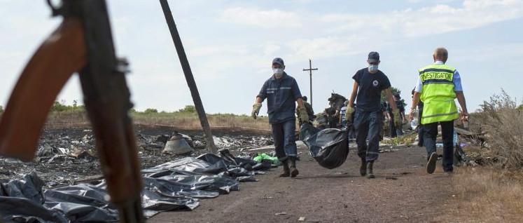 Angeblich durften sie nicht hin - Internationale Ermittler an der Absturzstelle des Fluges MH 17. (Foto: OSCE / Evgeniy Maloletka)
