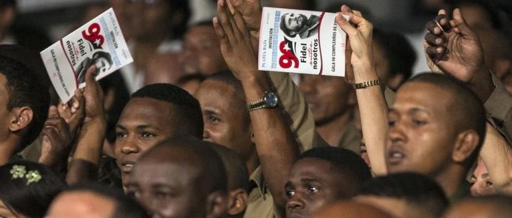Weltweit feierten Revolutionäre und Freunde des sozialistischen Kubas wie hier in Havanna den 90. Geburtstag von Fidel Castro. (Foto: Ismael Francisco/Cubadebate)