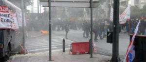 Hinter einem Vorhang aus Tränengas soll der Protest verschwinden.  (Foto: PAME)