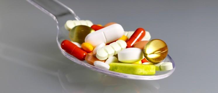 Die häufige Lösung: Pillen statt Personal. Die Pharmaindustrie freut sich darüber. (Foto: I-vista/pixelio.de/http://www.pixelio.de/media/684230)