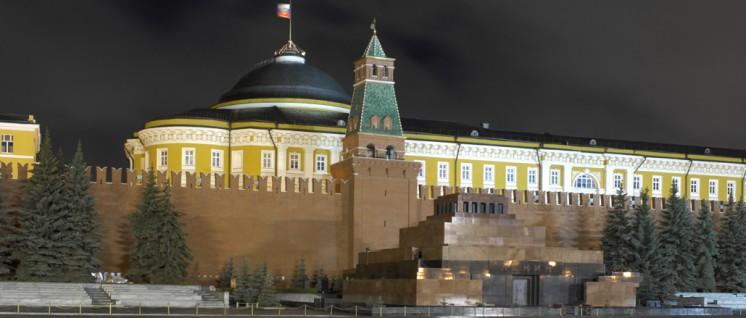 Lenin bleibt hier. Nach Putins Äußerungen über den jüngeren der Bombenleger-Brüder Uljanow betonte Putins Sprecher, dass die Regierung nicht plane, Lenin aus dem Mausoleum am Roten Platz zu entfernen.  (Foto: Godot13/Wikipedia (CC BY-SA 3.0))
