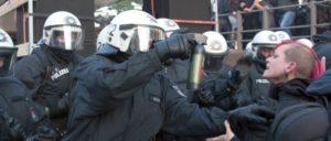Landfriedensbruch mit Reizgas in Hamburg (Foto: Reiner Engels / r-mediabase)