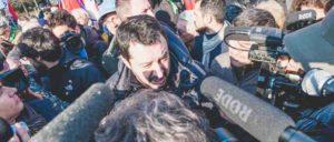 Viel Aufmerksamkeit für rassistische Hetze – Parteichef Matteo Salvini bei einer Demonstration der Lega Nord. (Foto: Mirko Isaia / flickr.com / CC BY-NC-SA 2.0)