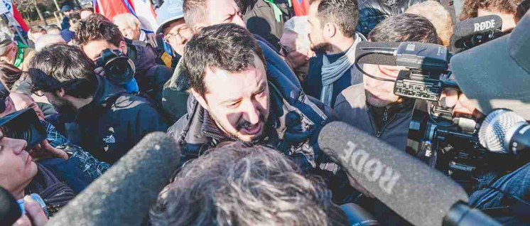 Viel Aufmerksamkeit für rassistische Hetze – Parteichef Matteo Salvini bei einer Demonstration der Lega Nord. (Foto: Mirko Isaia / flickr.com / CC BY-NC-SA 2.0)