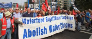 Protest gegen die Privatisierung des Wassers in Irland (Foto: [url=https://www.flickr.com/photos/sinnfeinireland/29659369182/in/photostream/]Sinn Féin / flickr[/url])