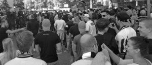"""""""Wir sind Dortmund und ihr nicht!"""" – Vor lauter Gegendemonstranten kann man die Nazis nicht sehen. (Foto: Karl Rehnagel)"""