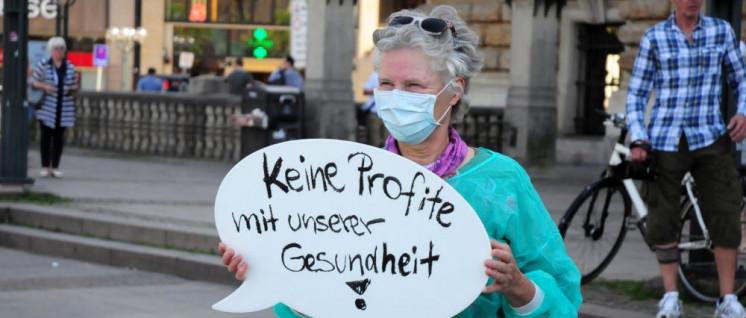 """Aktion des """"Hamburger Bündnis für mehr Personal im Krankenhaus"""" am 7. Juni auf dem Rathausmarkt (Foto: Hamburger Bündnis für mehr Personal im Krankenhaus)"""
