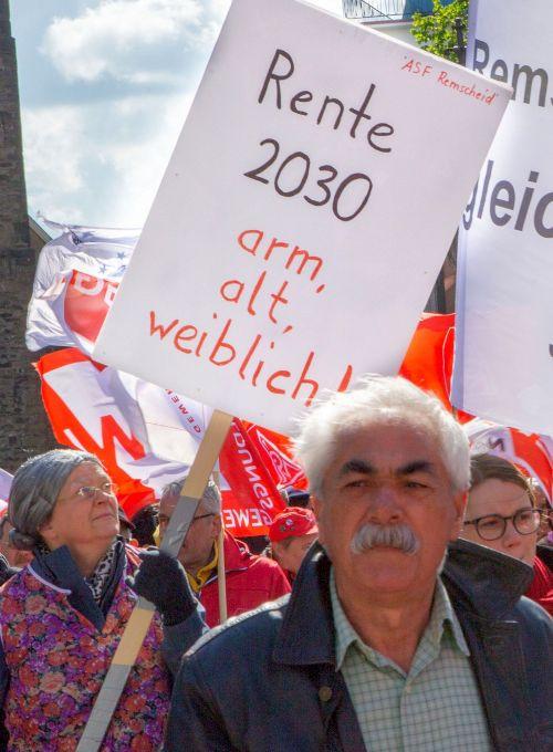 Protest gegen drohende Altersarmut auf dem 1. Mai 2018 in Remscheid