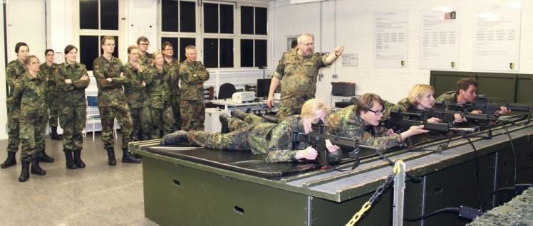 Innerhalb von vier Tagen wird das Basiswissen vermittelt, das ein Soldat braucht. (Foto: Reservistenverband/Ralf Wittern)