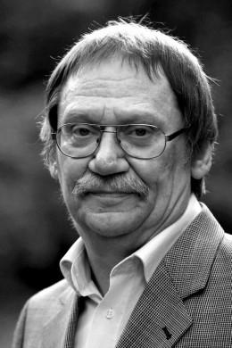 """Matthias Wietzer, Lehrer, ehemaliger Ratsherr und Personalratsvorsitzender, 12 Jahre Berufsverbot, Mitbegründer der """"Bürgerinitiative gegen die Schließung der Stadtbibliothek Limmerstraße"""" ."""