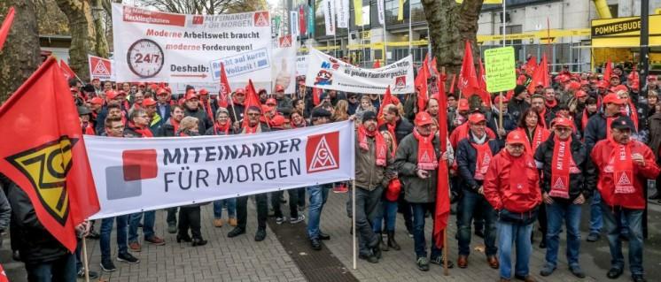 700 Metallerinnen und Metaller nahmen am 16. November in Dortmund an der Kundgebung zu Beginn der ersten Tarifverhandlung teil. (Foto: Thomas Ranne)
