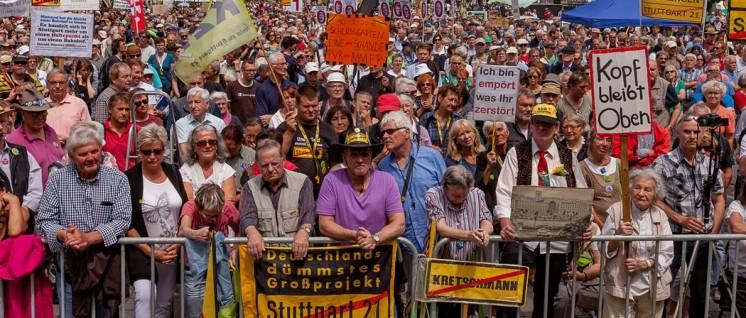 Die Massenproteste in Stuttgart machten bundesweit Schlagzeilen. Und der Widerstand bleibt bis heute ungebrochen. (Foto: Alexander Schäfer)